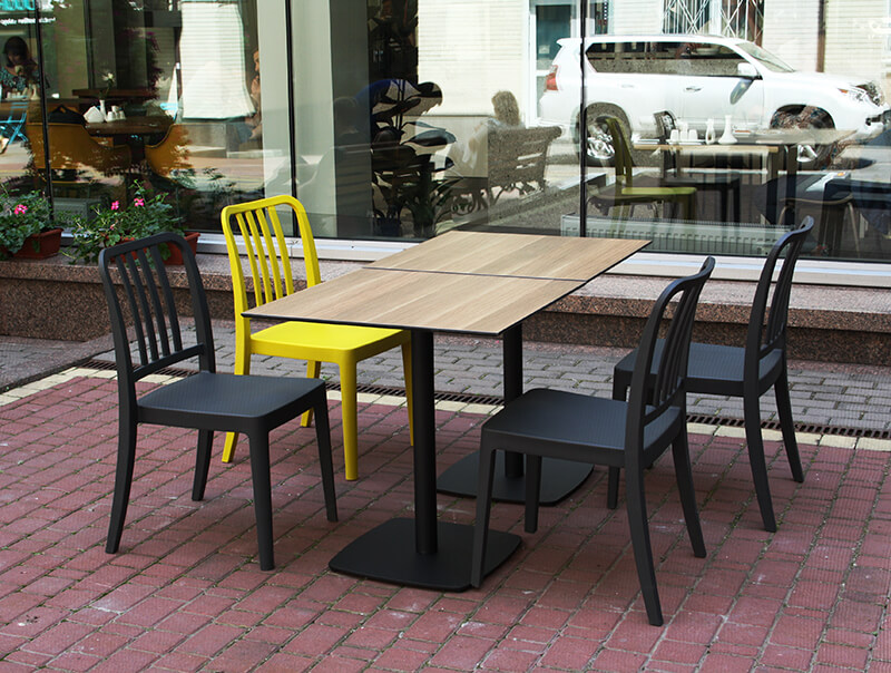 Outdoor tables for Dinner`s restiorant (Illinsky business center)